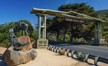 The entrance to the great ocean road